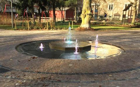 Miljövänlig fontän invigs i Rudbecksparken