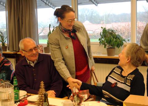 Viceborgmester i Aarhus Camilla Fabricius (S) hilser på beboere