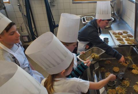 """Wenn Lernen Spaß macht: """"Gesundes Kochen mit Kindern"""" im Novotel Karlsruhe City"""