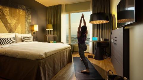 Yoga och träna online på Radisson Metropol i Helsingborg