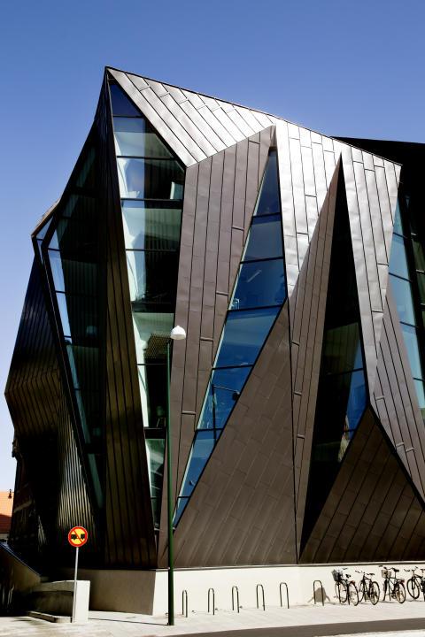 """Metaller är """"hett"""" och hållbart enligt arkitekterna - 95 procent vill föreskriva byggnadsplåt oftare"""