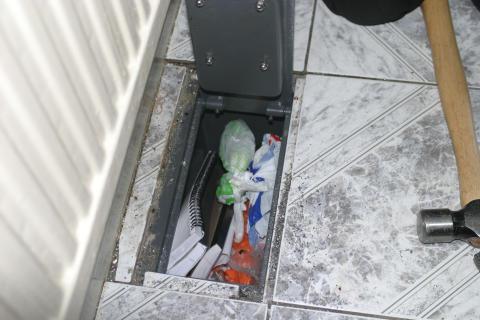 NE 06 13 OP Hornbeam safe with contents shown