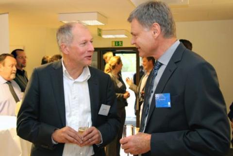 Jörgen Lönnies, SKB Nu, och Per Magnusson, divisionschef på ÅF, samtalar på invigningen av ÅF:s kontor i Östhammar.