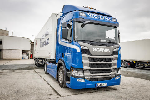 Scania R 450 Hybrid der Spedition Schanz