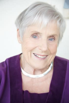 Elsie Johansson signerar