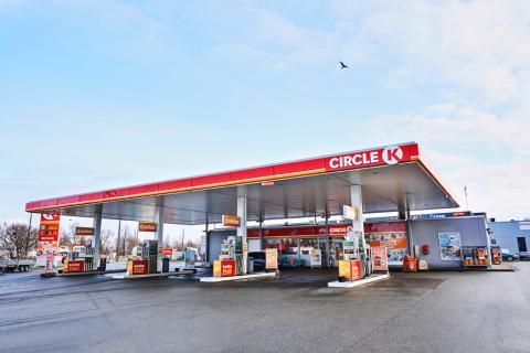 Circle K Danmark har indført og gennemført forebyggende tiltag for at sikre, at alle danskerne har adgang til brændstof og fødevarer