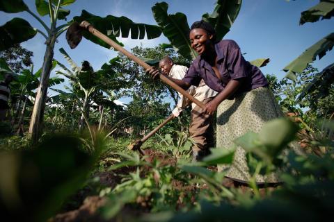 Angela Mukababirwa och hennes man Ivan i Uganda