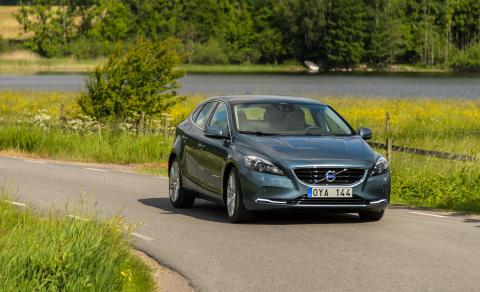 Volvo Personbilar Sverige rivstartar 2013:  Volvo V40 ny klassledare - V70 i topp