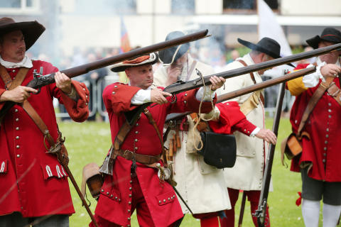 Carrickfergus prepares for siege as part of spectacular history re-enactment