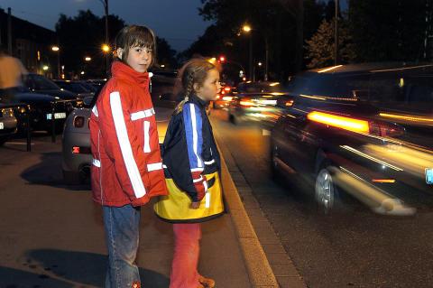 Straßenverkehr: Fußgänger sind oft unsichtbar