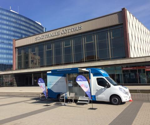 Beratungsmobil der Unabhängigen Patientenberatung kommt am 21. Februar nach Cottbus.