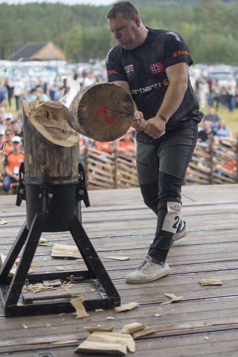 Ole Ivar Lierhagen i Standing Block Chop