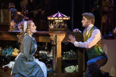 Utsålda publiksuccén Rossinis Askungen i Kungliga Operans musikaliska fyrverkeri - visas på 51 biografer från Ystad till Haparanda