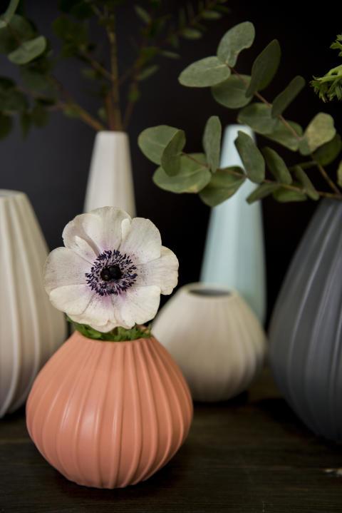 Relieff-vaser fra Porsgrunds Porselænsfabrik
