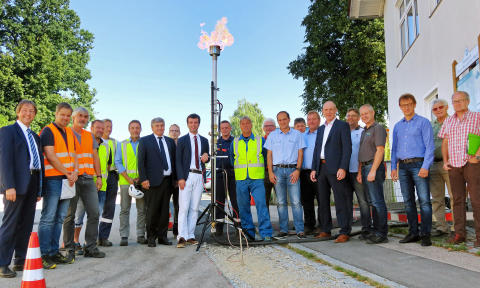 Erdgasanschluss: Erste Flamme in Weiding