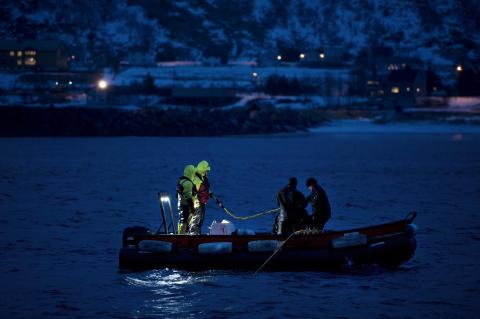 Krevende rettearbeid på hundre meters havdyp