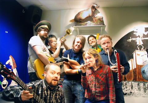 Rockheim til Juba Juba-festivalen med Knutsen - og Ludvigsen allsang!