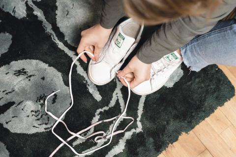 fräscha sneakers längre_nya skosnören