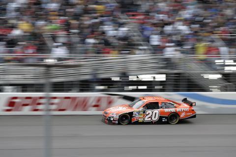 Toyota vinner sitt första märkesmästerskap i NASCAR