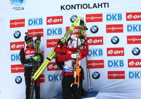Brødrene Bø gratulerer hverandre etter sprinten, VM Kontiolahti 2015