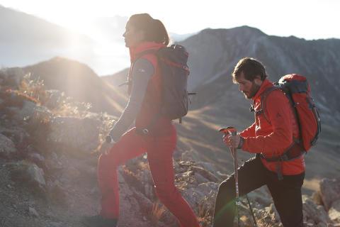 Auf historischen Pfaden im Harz oder die unberührte Berglandschaft der Ammergauer Alpen, Wanderfans kommen in diesem Herbst auf ihre Kosten
