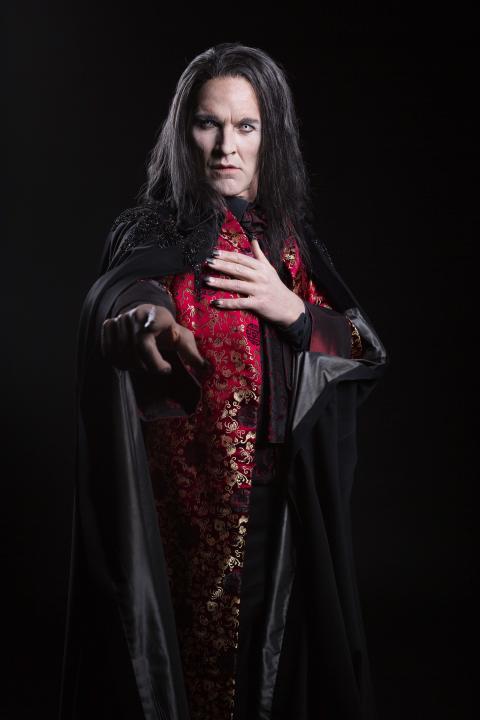 Peter Jorde som Grev von Krolock
