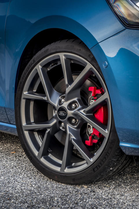 FORD_2019_FOCUS_ST_Performance_Blue_81
