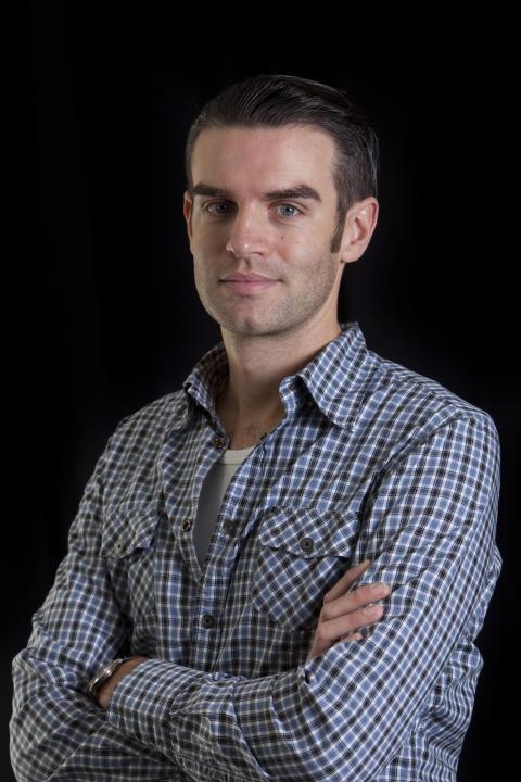 Tobias Borvin spelar ung man av folket