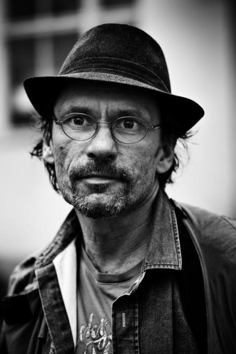 John Arthur Ekebert - överlevnadskonstnär, registrerad hemlös och författare till Gatans Mat - en kokbok till förmån för hemlöshet