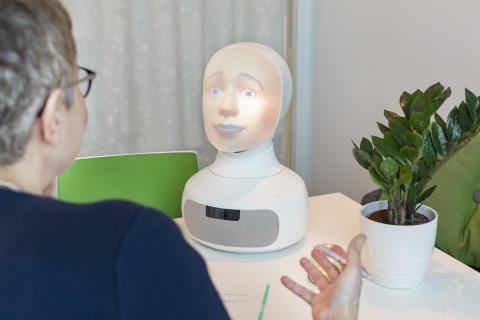 Upplands-Bro första kommunen i världen att rekrytera fördomsfritt med social AI-robot