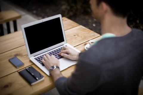 Män får högre lön än kvinnor direkt efter examen