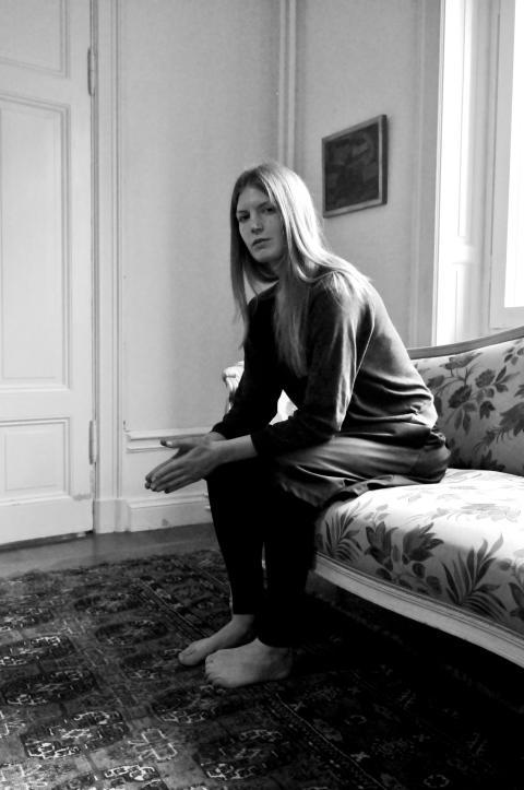 Helena Granström och Ebba Witt-Brattström på Rönnells antikvariat