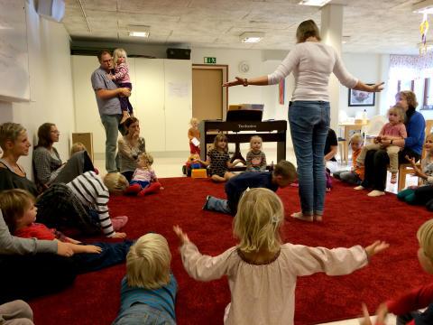 Barn och föräldrar i samma kör
