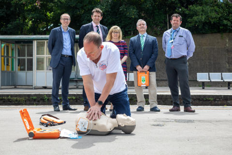 Steve Morris demonstrates heart restarter at Lewes station