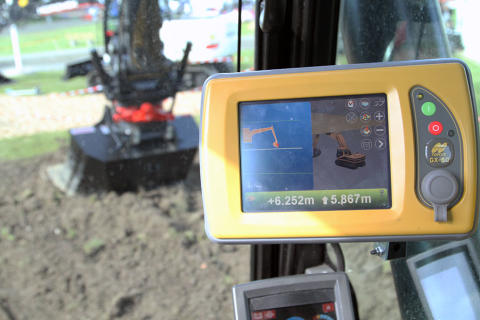 Rototilt Positioning Solution with Topcon excavating system increases productivity