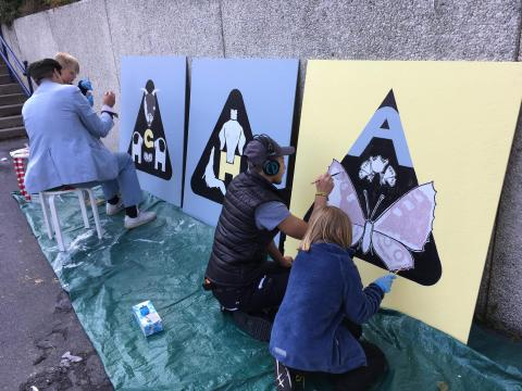 Ungdomar piffar tunneln i Öxnehaga