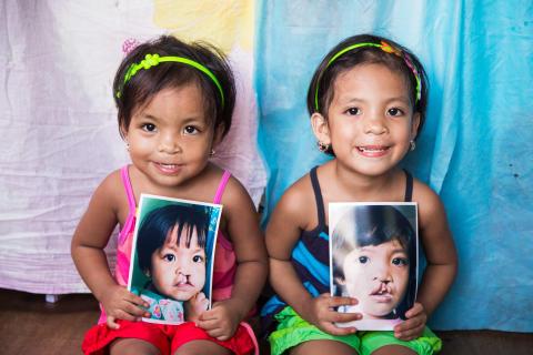 Nya leenden för tvillingsystrarna!