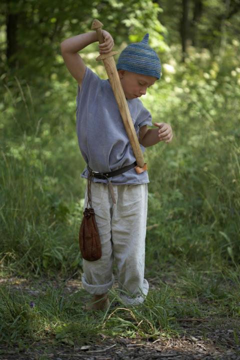 Pressbild - Birka - Pojke med svärd
