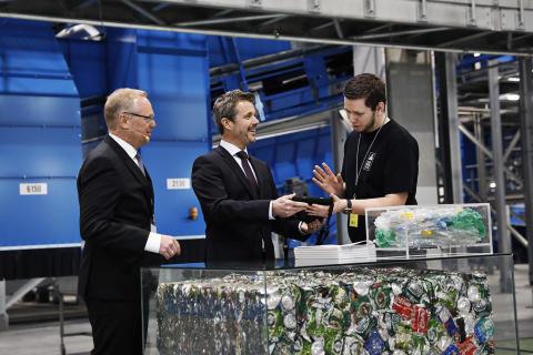 H.K.H. Kronprinsen og miljøminister Lea Wermelin åbnede ny pantfabrik