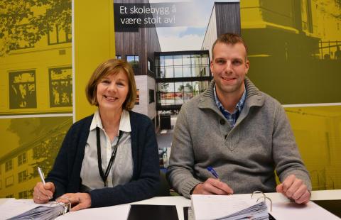 Rigmor Hansen i Undervisningsbygg og prosjekteringsleder Bjørnar Hove