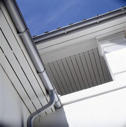 Tagrender i stål med miljøvenlig coating, så der ikke forekommer afvaskning