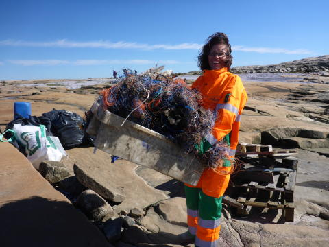 Ragn-Sells og Grønt Punkt Norge sørger for at frivillige kan levere avfall fra strandrydding gratis