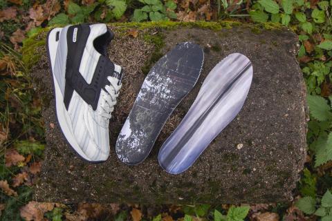 """Sneakersnstuff x Brooks Regent """"American dream"""""""