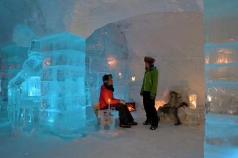 Eishotel in Alta