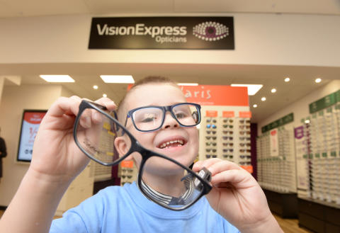 Youngster fighting eye cancer joins Vision Express to officially open new optical store at Tesco in Dunstable