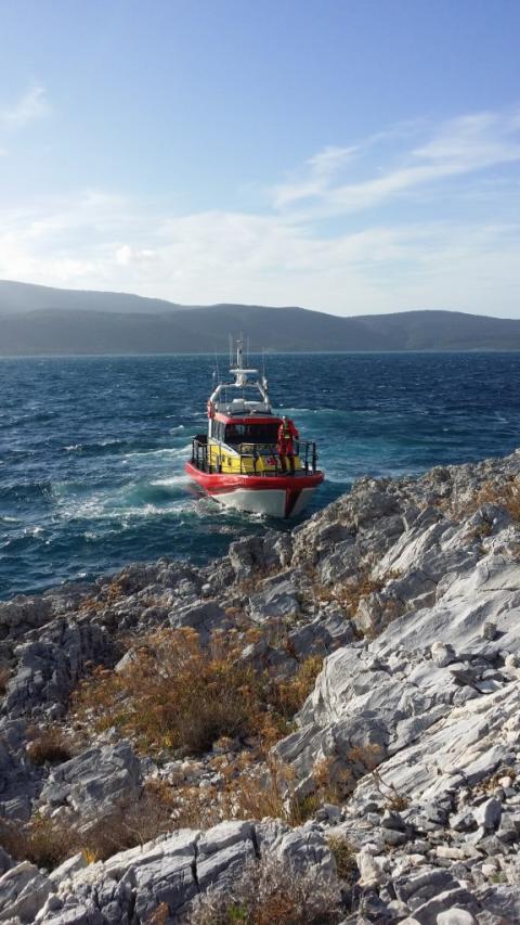 Samos kust, Turkiet i bakgrunden