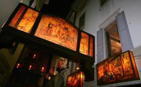 Historische Osterprozession am Gründonnerstagabend durch die Gassen der Altstadt von Mendrisio © Ticino Turismo swiss-image.ch/Remy Steinegger