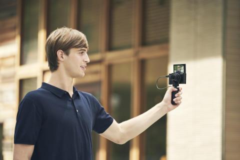 Sony présente ses nouveaux appareils photo  les plus compacts au monde avec zoom ultrapuissant, fonction d'enregistrement vidéo 4K et processeur d'images amélioré