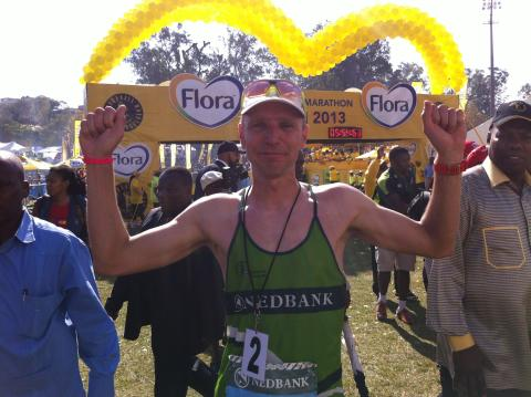 Jonas Buud efter andraplaceringen i Comrades Marathon 2013