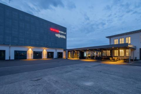 V8 Hotel Cologne@MOTORWORLD, Exterior Dawn
